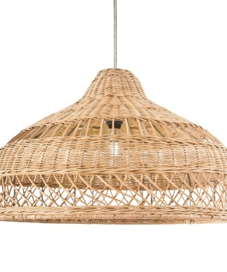 Lampara de techo fabricada en rattan natural.