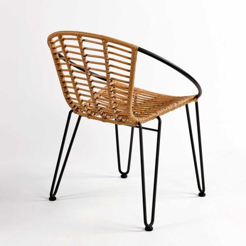 KANKUN-silla-apilable-ratan-sintetico-y-metal-negro (1)